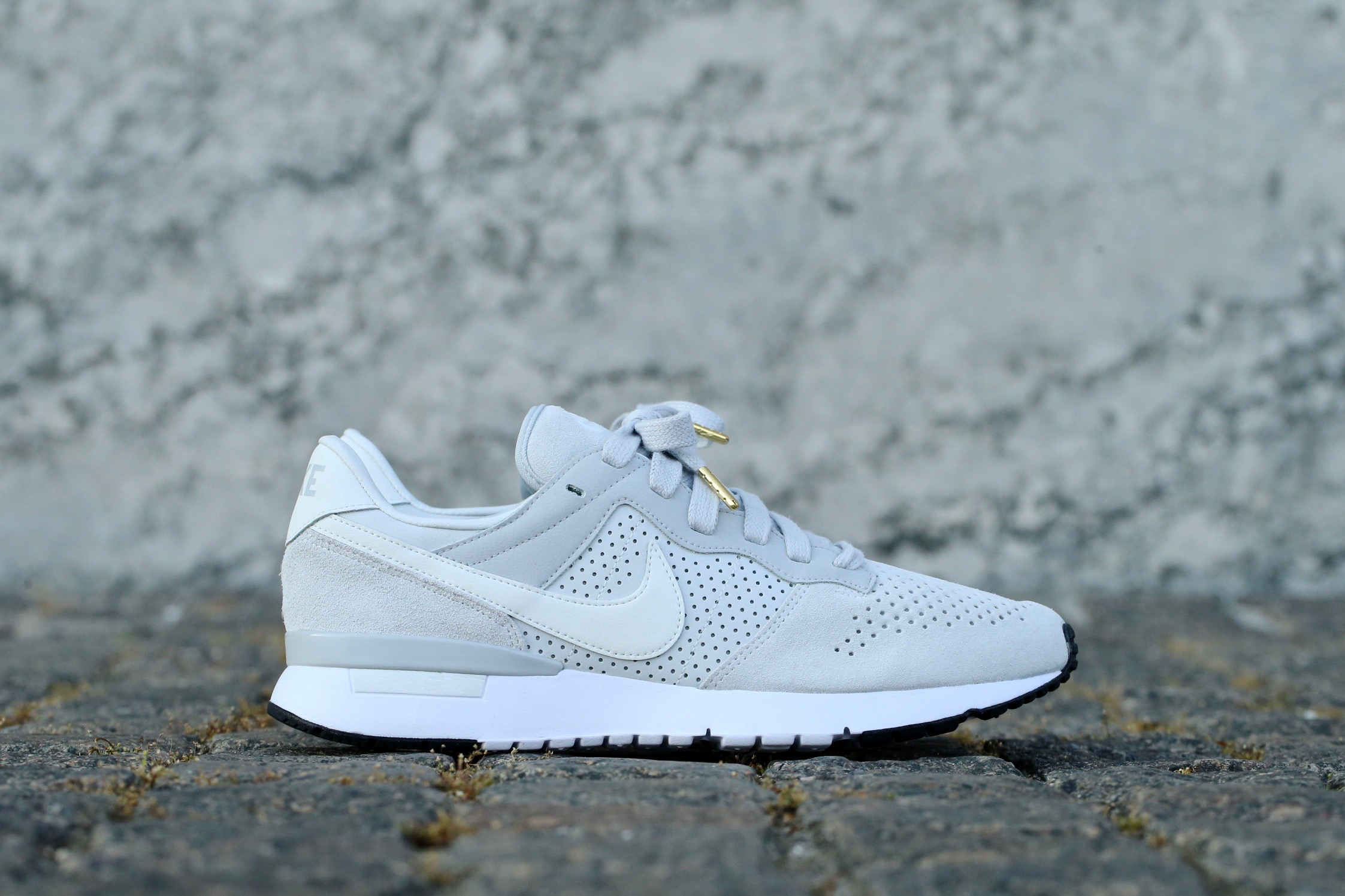 low priced fe2bf 4f83b Nike Archive 83 M